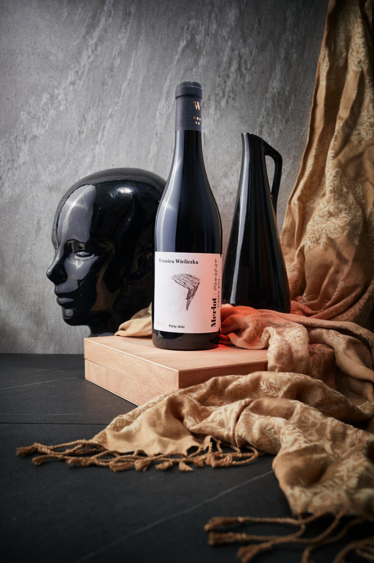Fotografia reklamowa wina wykonana przez Mateusza Drozda dla Winnicy Wieliczka